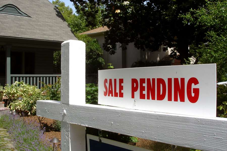 4 Tips to Help Sell Your House Fast (And Save Money!)